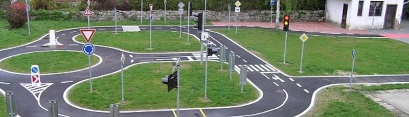 Dopravní hřiště v areálu školy